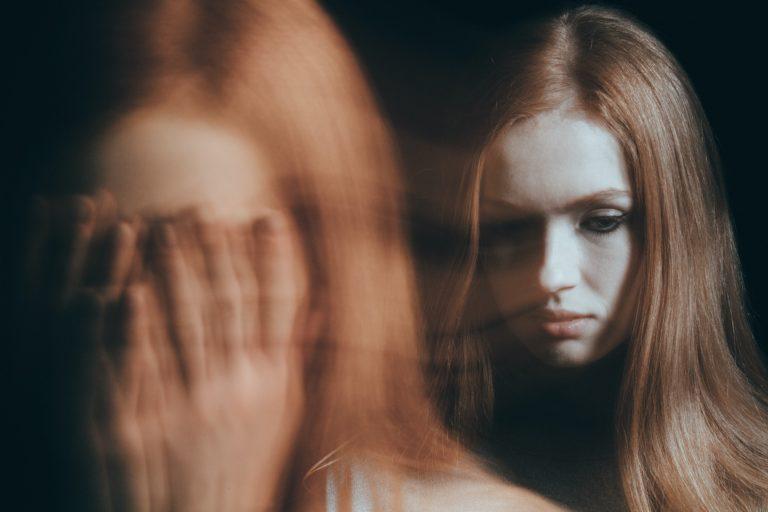 thérapie en sophrologie pour cette jeune femme déprimée